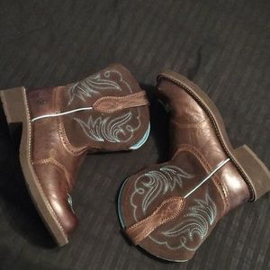 Ariat Shoes - Ariat round toe boots size 8.5